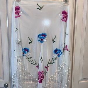 NWT White Lace Ladies Embroidered Scarf